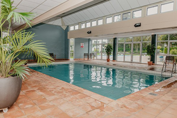 Swimming pool and wellness